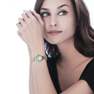 Montre femme bracelet acier bicolore , vue Vporté 1