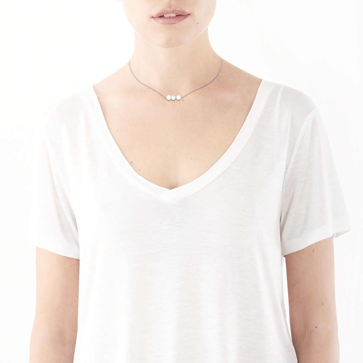 Collier or 375 blanc perle de cutlture - vue Vporté 1