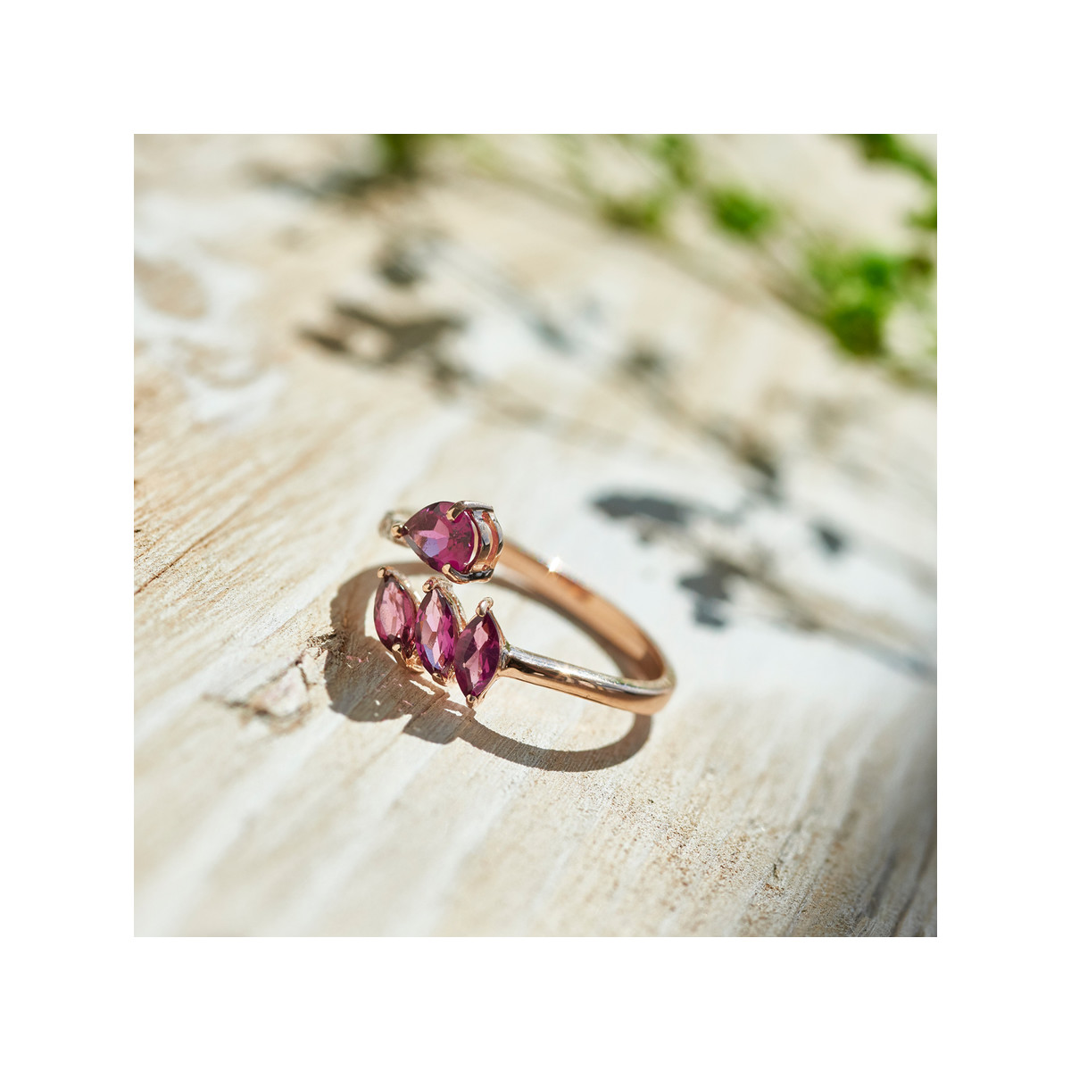 Bague or 375 rose grenat rhodolite saphir diamant - vue VD2
