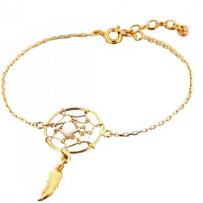 61a352783 Bracelet breloque Indien attrape attrapeur de rêves 1 plume perle blanche  en plaqué or