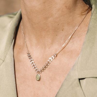 collier argent et pierre precieuse